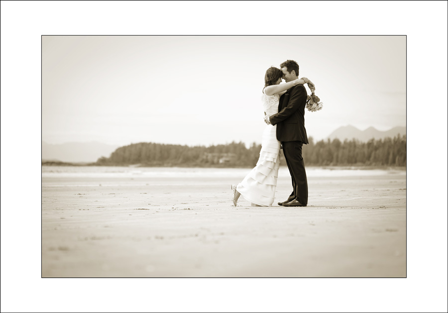 Tofino Chesterman beach wedding photo se1