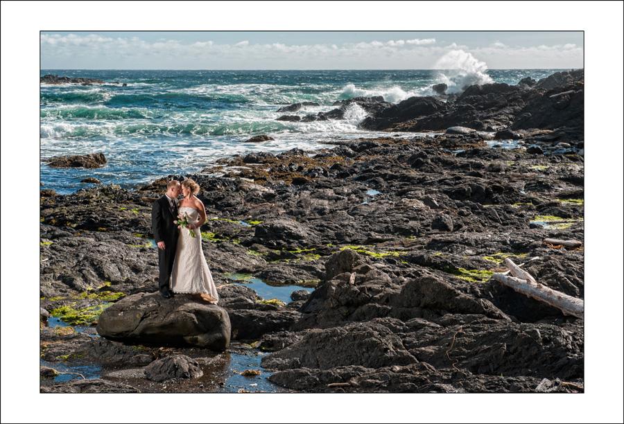 Ucluelet Black rock wedding photo L&A 2