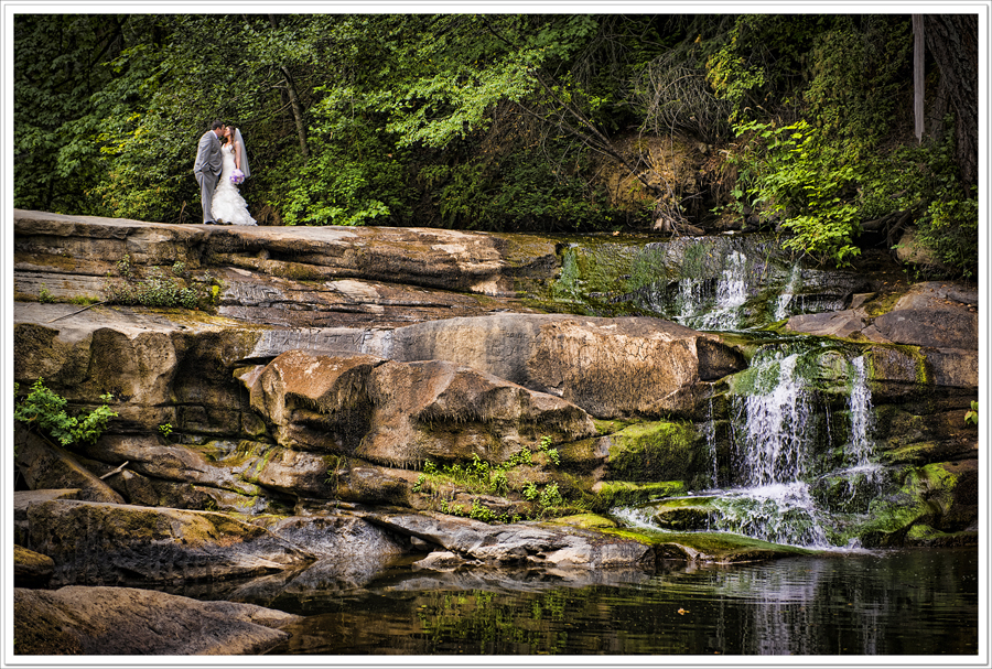 bowen-park-waterfall-wedding
