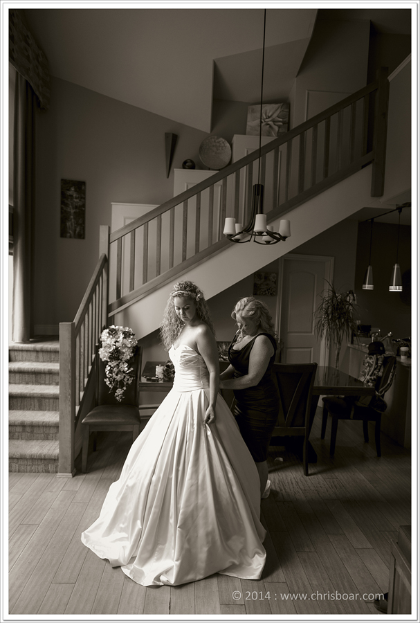 bride-getting-ready-old-house-courtenay