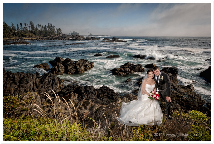 bride-groom-on-rocks-ucluelet
