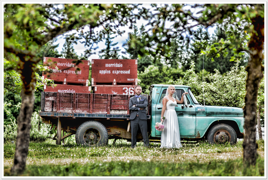 merridale-cidery-wedding-bride-groom